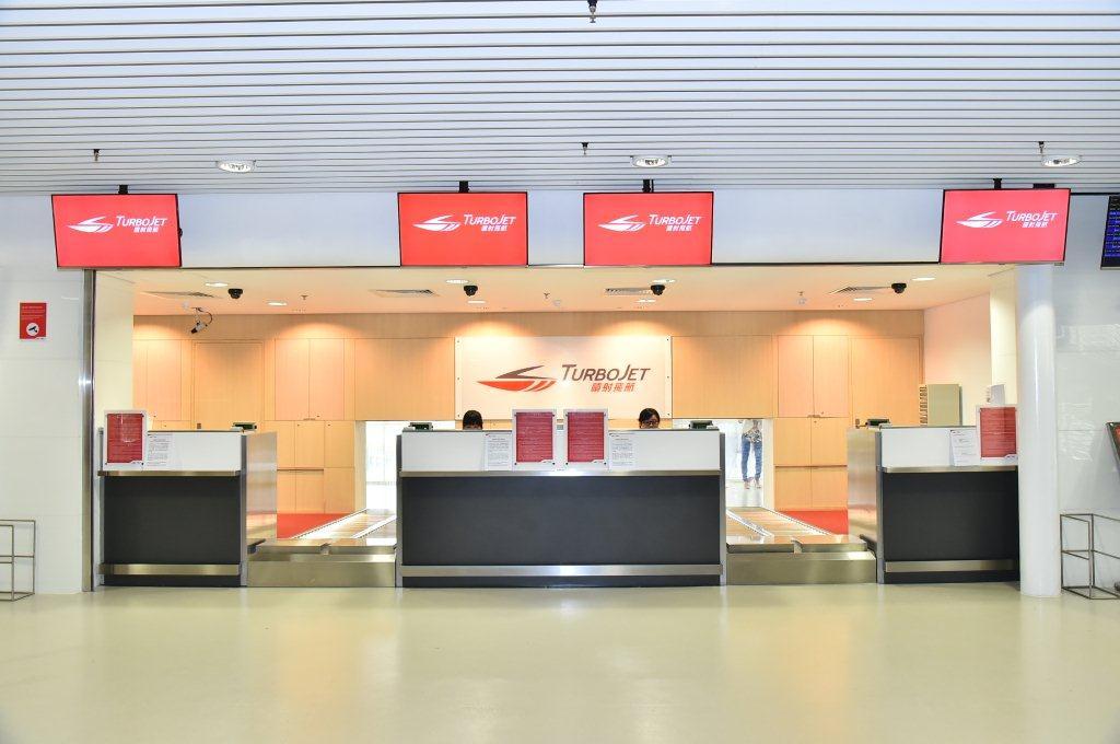 Passengers - Hong Kong International Airport